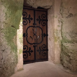 taittingercavedoor